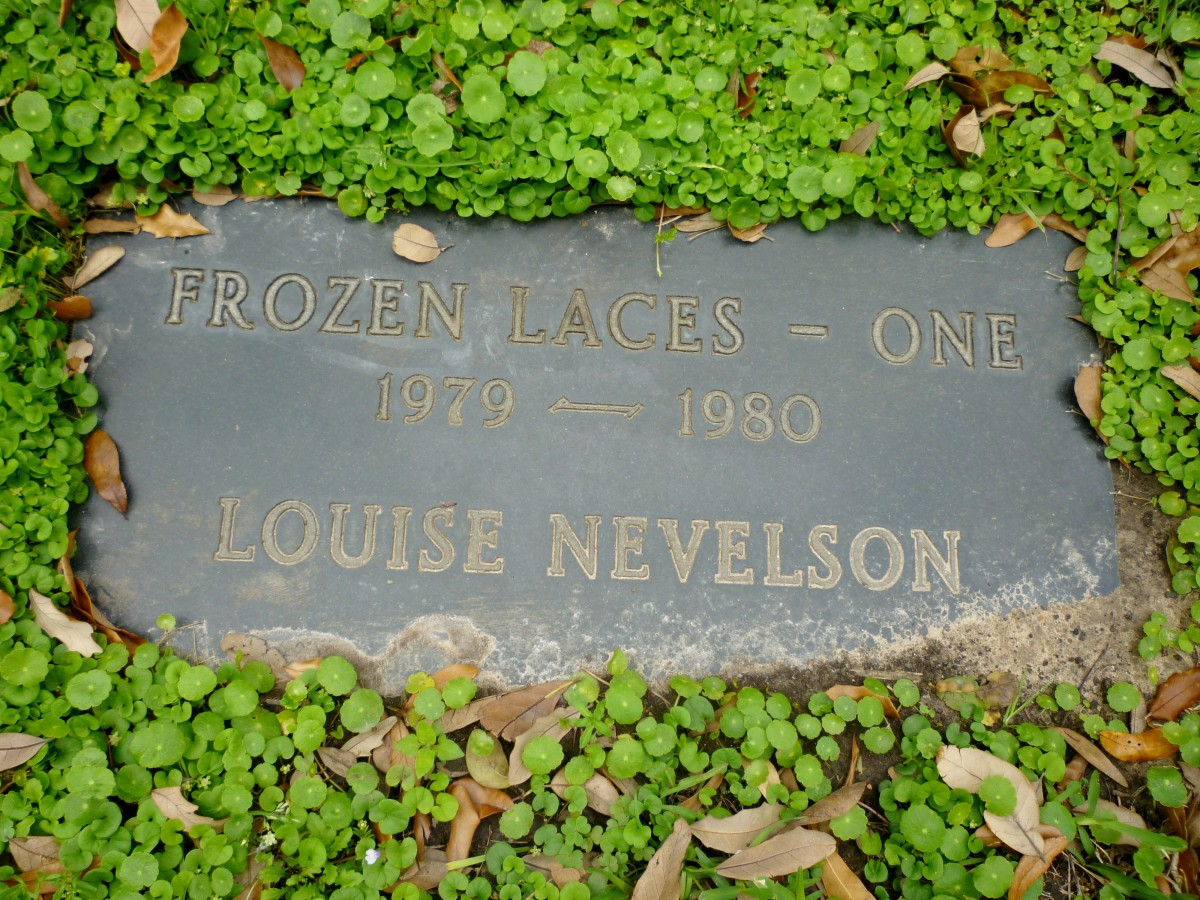 Marker in the ground identifying Frozen Laces - One sculpture by Louise Nevelson
