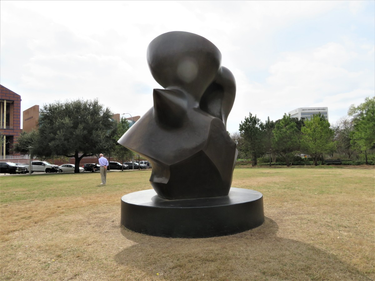 "Different view of the ""Large Spindle Piece"" sculpture by Henry Moore in Eleanor Tinsley Park in Houston Source: Peggy Woods"