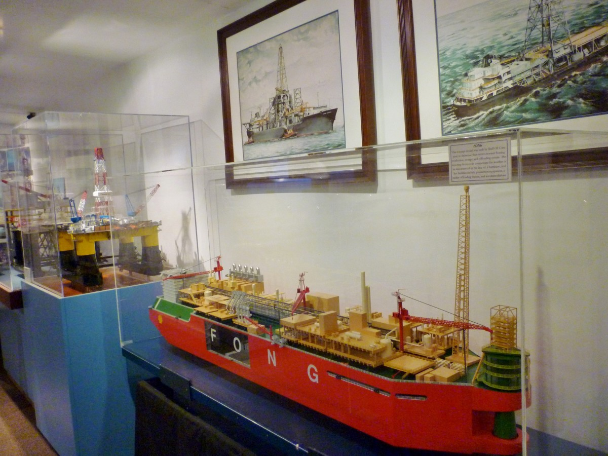 Offshore oil rig models and ships