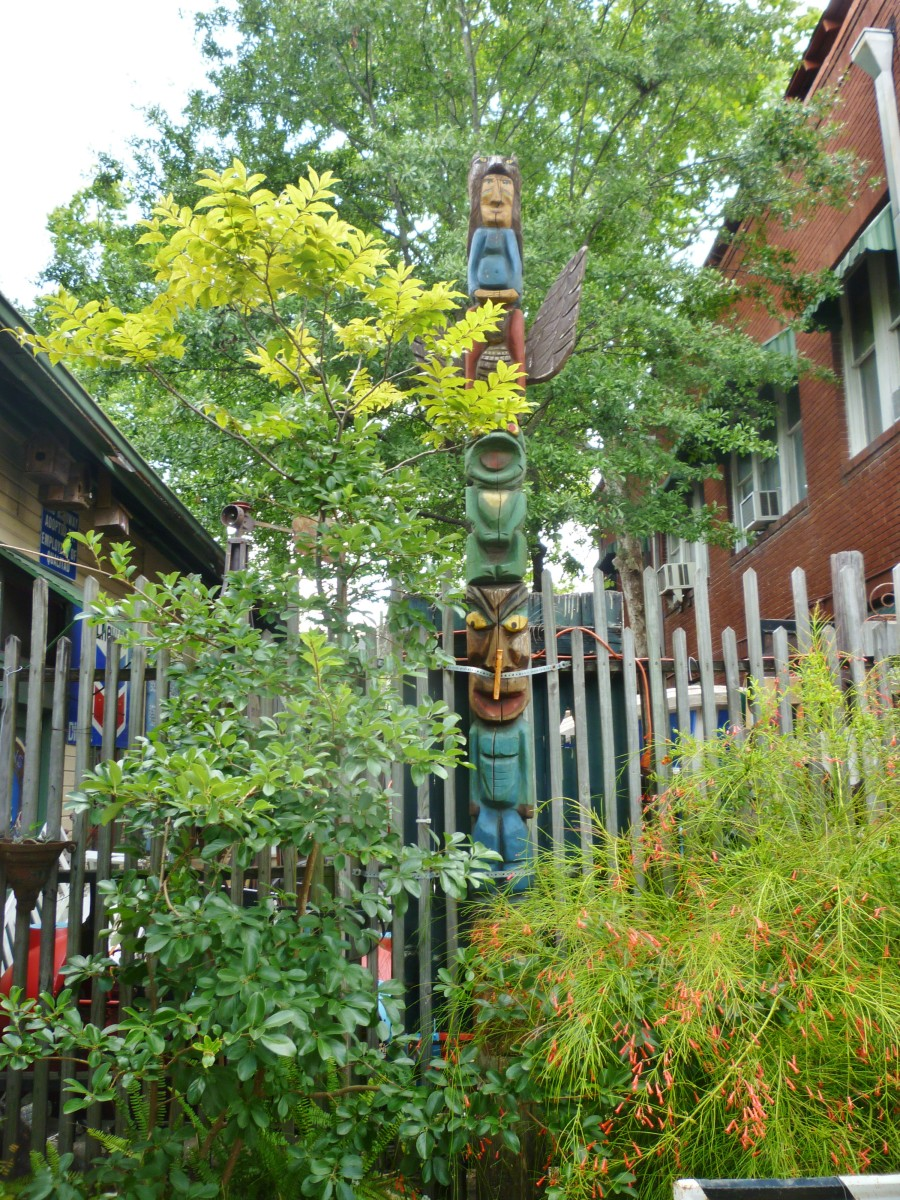 Totem pole at August Antiques Store