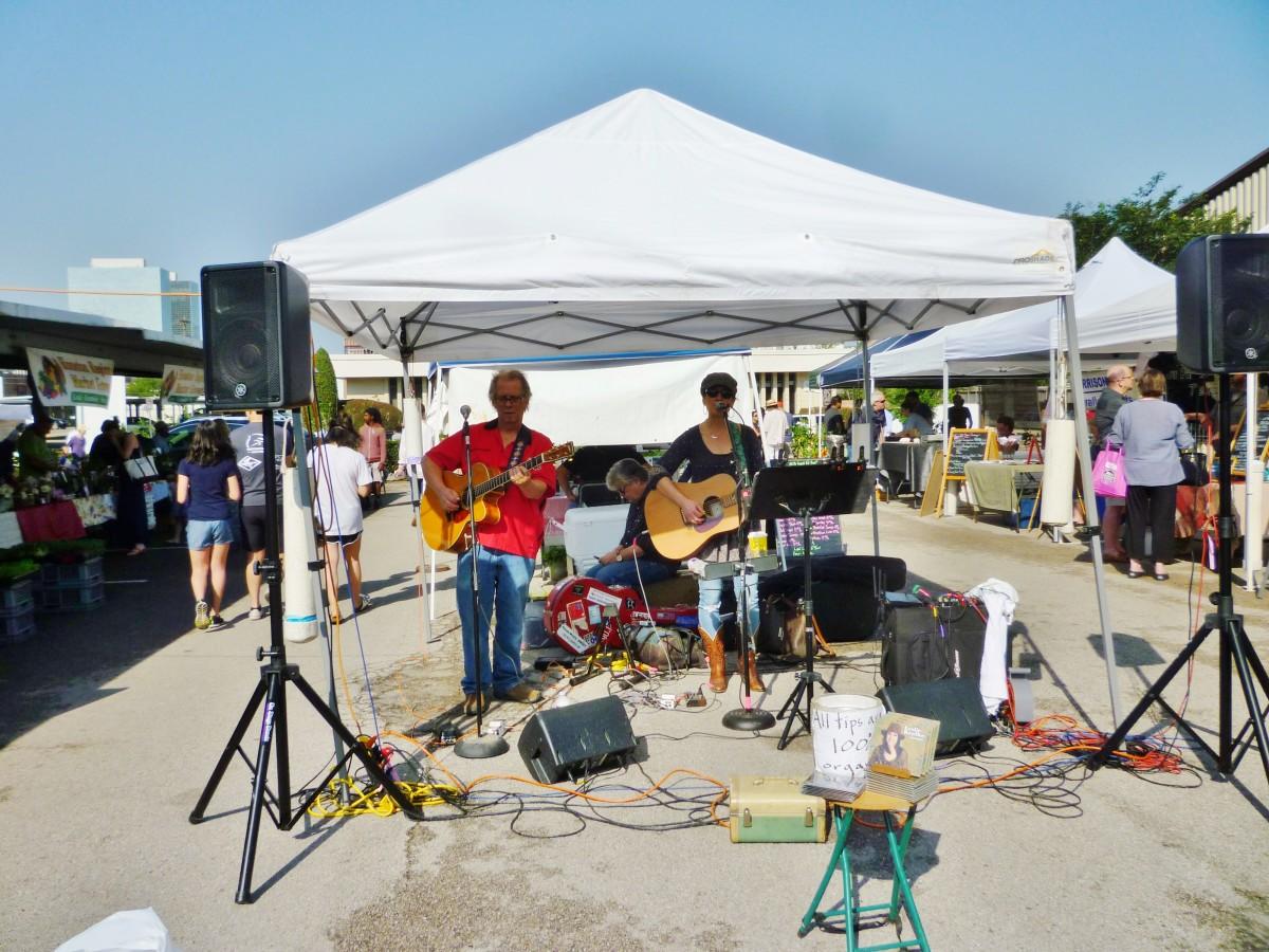 Live entertainment at the Eastside Farmer's Market