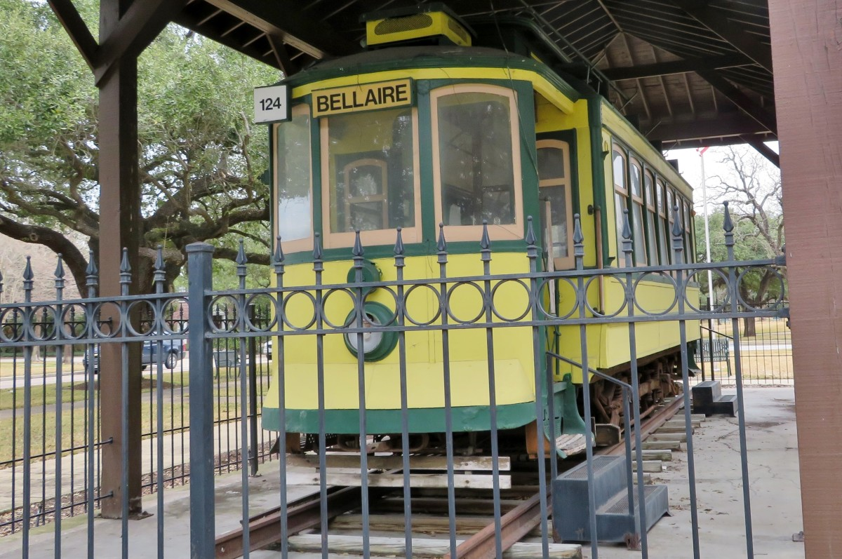 Streetcar in Paseo Park