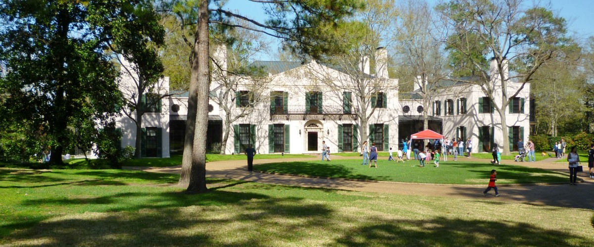 Front view of Bayou Bend from the lawn area