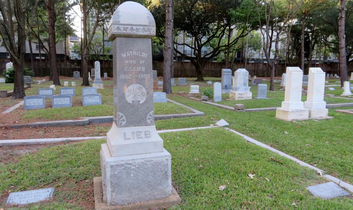 Stelzig Family Plot shown behind Lieb Memorial in Washington Cemetery