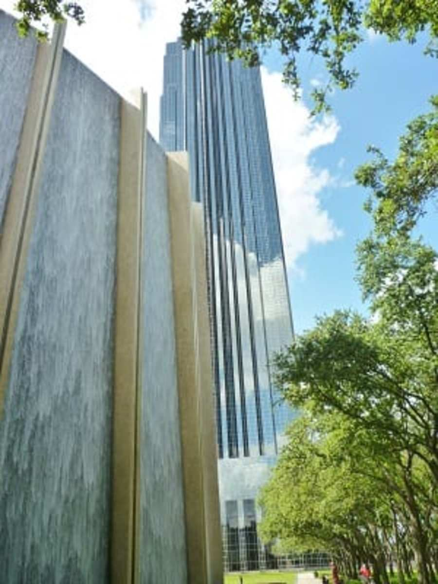 Waterwall & glimpse of Williams Tower