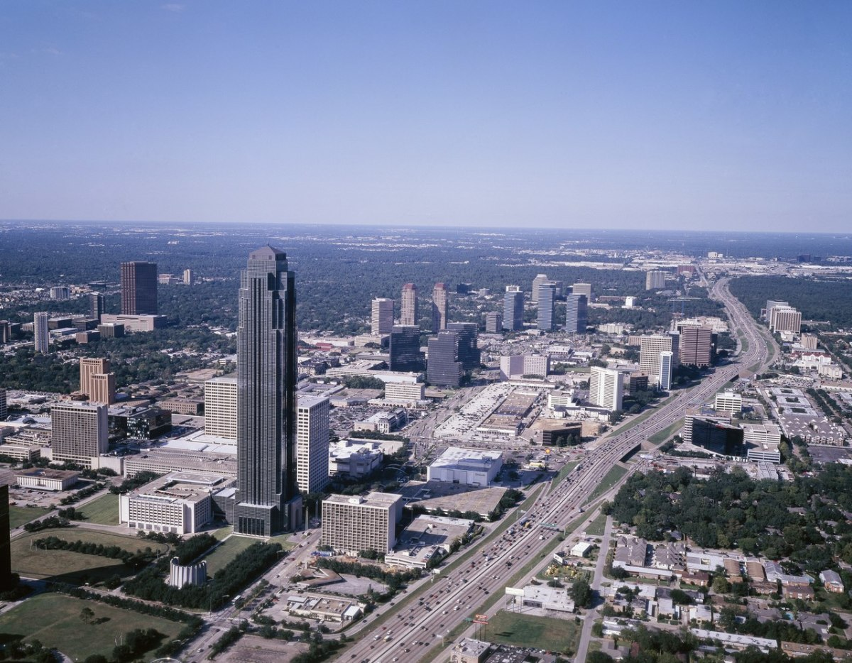 The tallest building in this photo is the Williams Tower (formerly called the Transco Tower.) Note the curved water wall opposite the grassy area of the building near the bottom left of the photo.