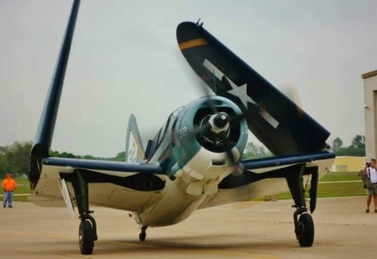 Wings folding on the Curtis SB2C Helldiver