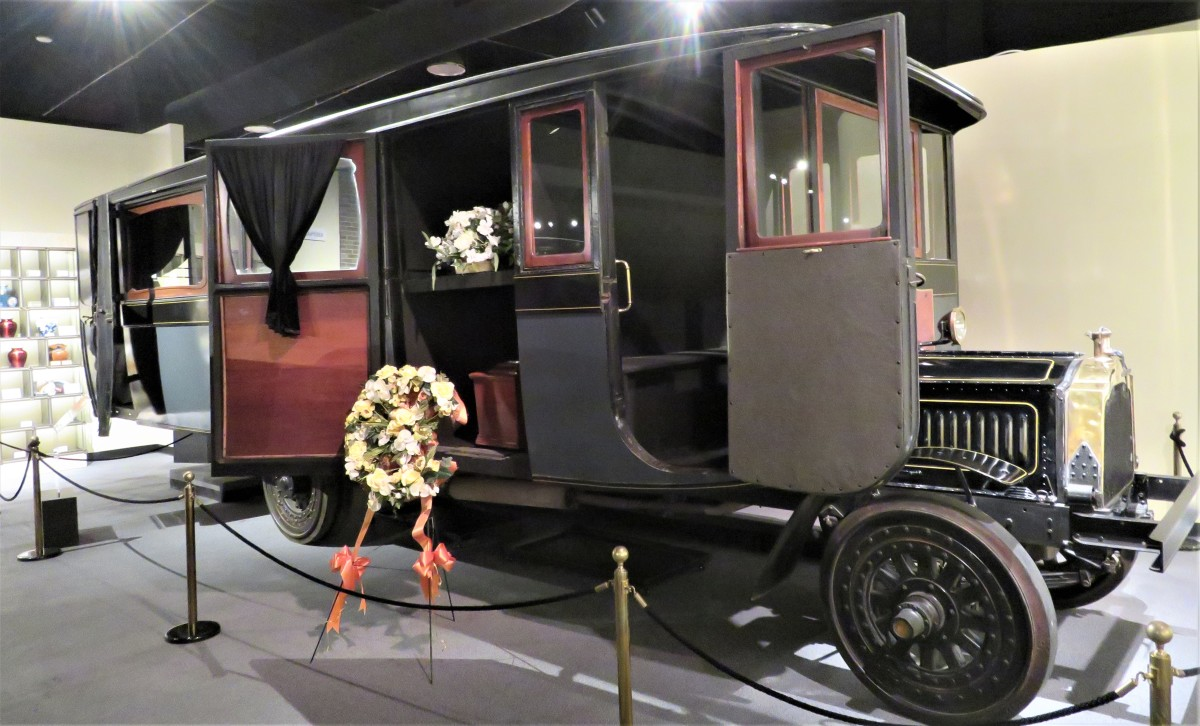 1916 Packard Funeral Bus