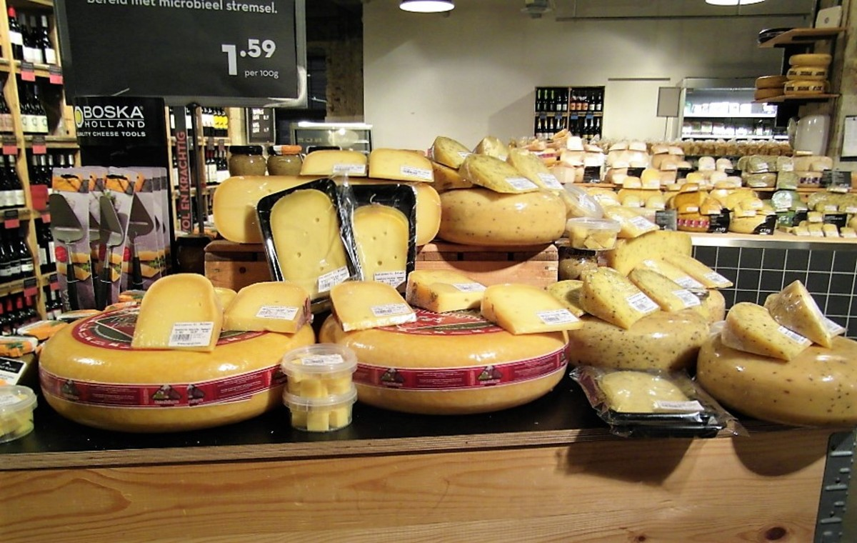 Cheese counter in Marqt.