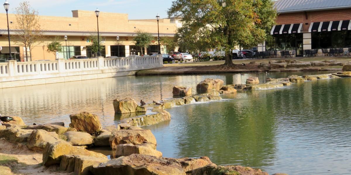 La Centerra Shopping Center waterways