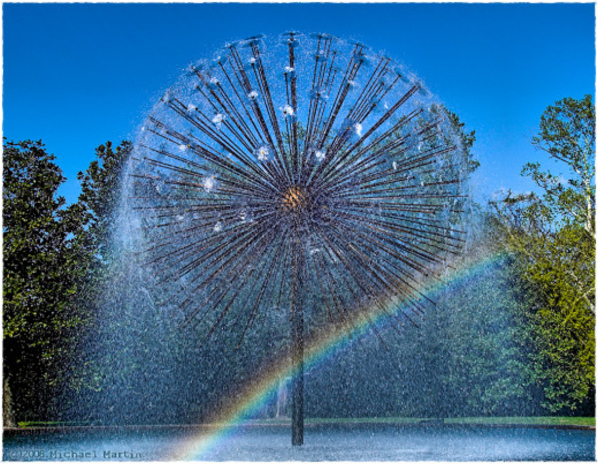 Gus S. Wortham Memorial Fountain has been dubbed the Dandelion. It was designed by William Cannady in 1978 based on the original 1961 El Alamein Memorial Fountain in Sydney, Australia by NZ born Australian architect Robert Woodward.