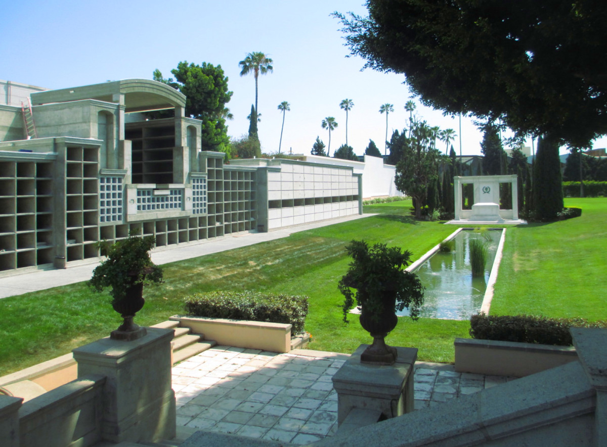 Fairbanks Memorial, Crypt and Lawn