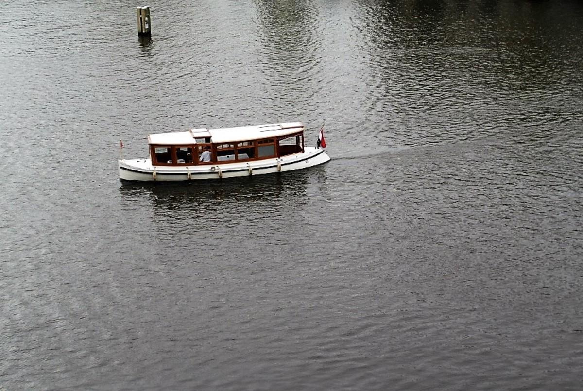 Hotel Amstel saloon boat.