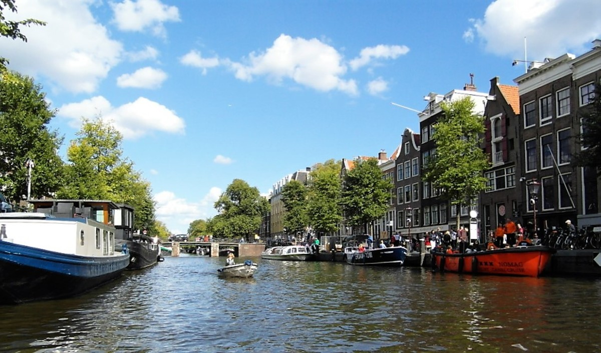 A sunny day on the canals of Amsterdam.