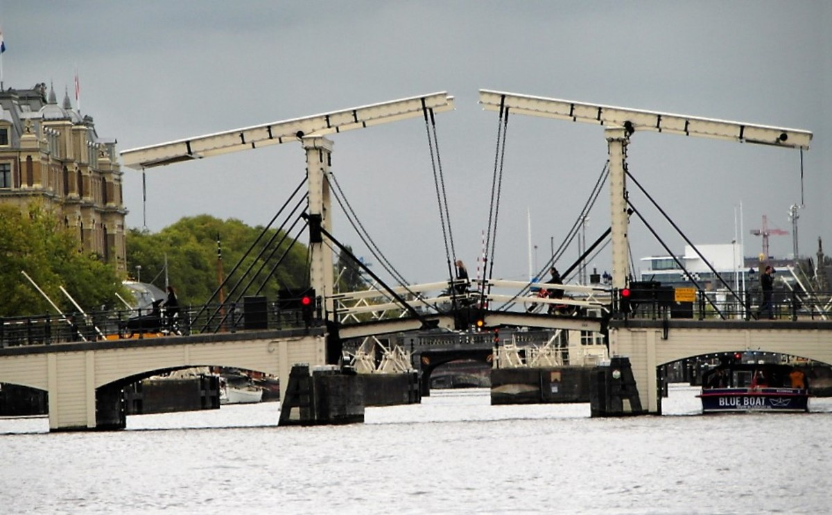 Magere Brug from the water.