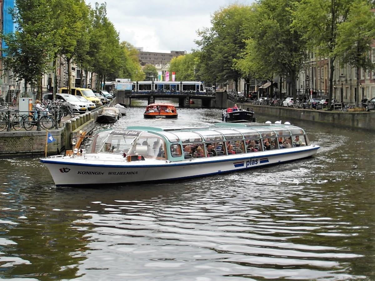 Koningin Wilhelmina, Amsterdam