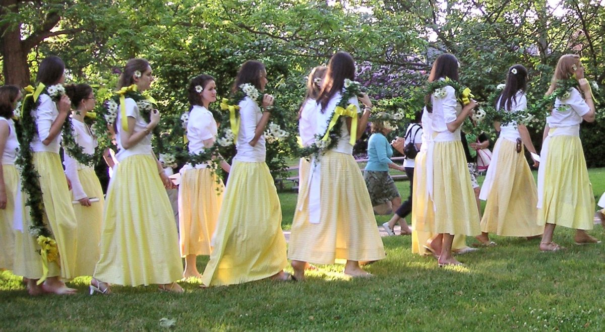 Daisy chain ceremony