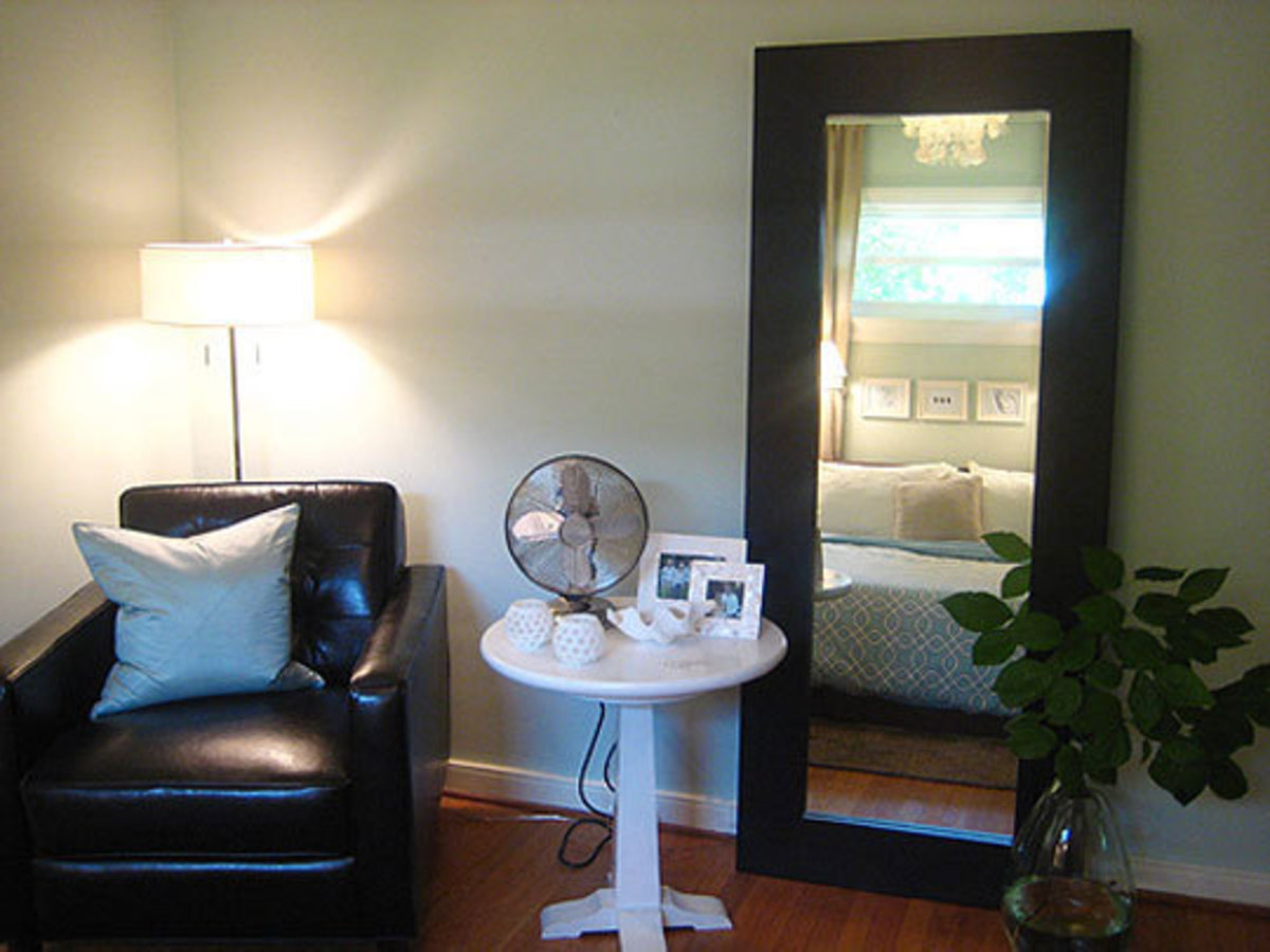 A restful atmosphere is generated using this mirror. The feng shui energy is very positive here.