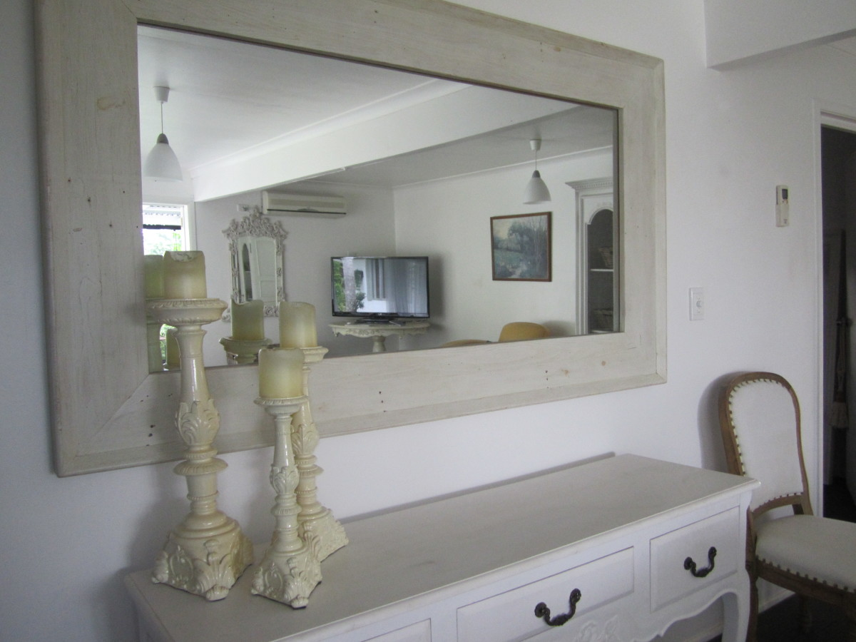 Harmony and weath abound with the use of this mirror working with wonderful and positive feng shui energy