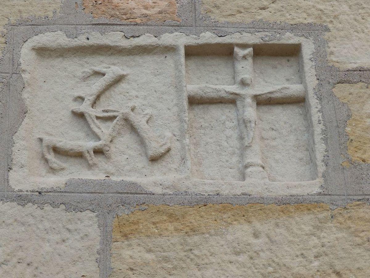 Facade of Chapelle Notre-Dame du Chardonneret de Thiélouze featuring the Three Hares motif.
