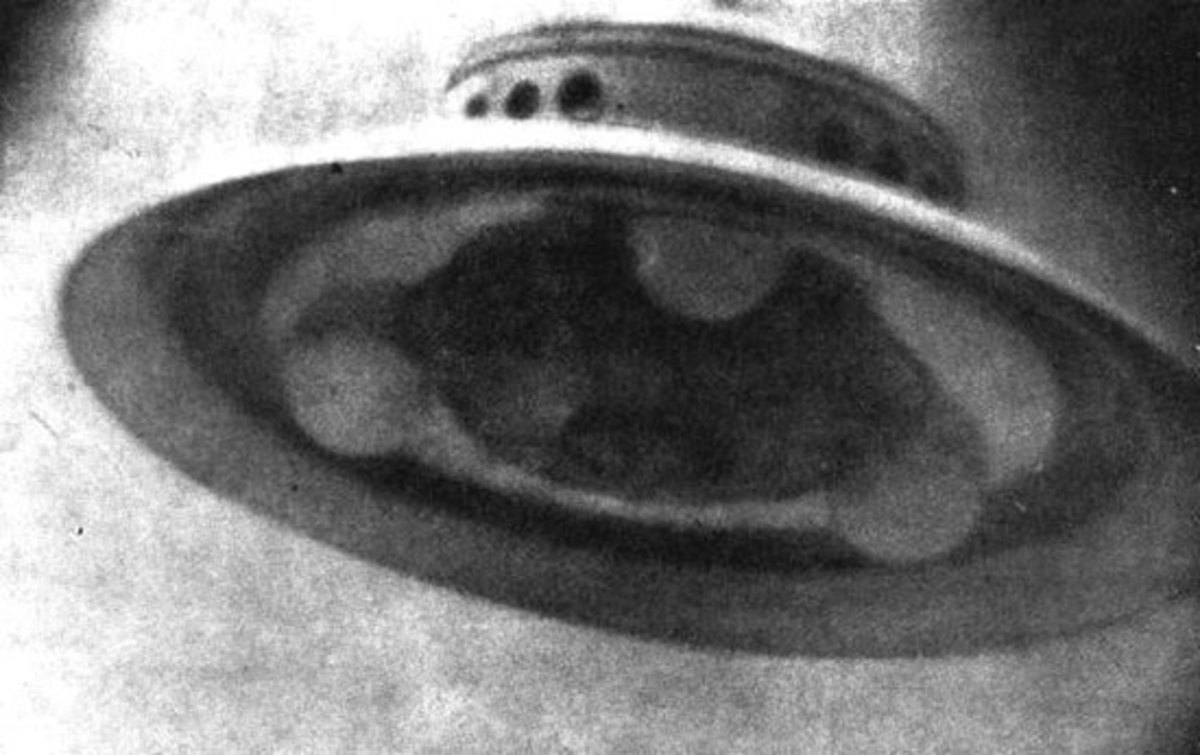 Adamski's famous 1952 UFO photograph
