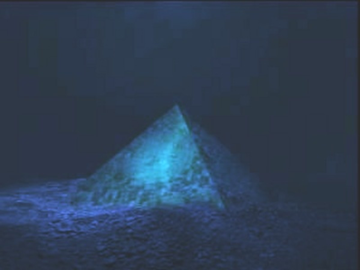 A man stumbled across this pyramid by himself. He is the only man to ever have seen it, but it must be Atlantis, right?