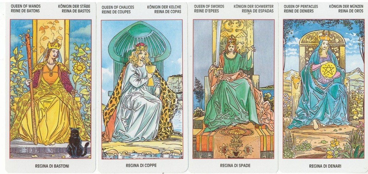 The Queens from the Universal Tarot by Lo Scarabeo.