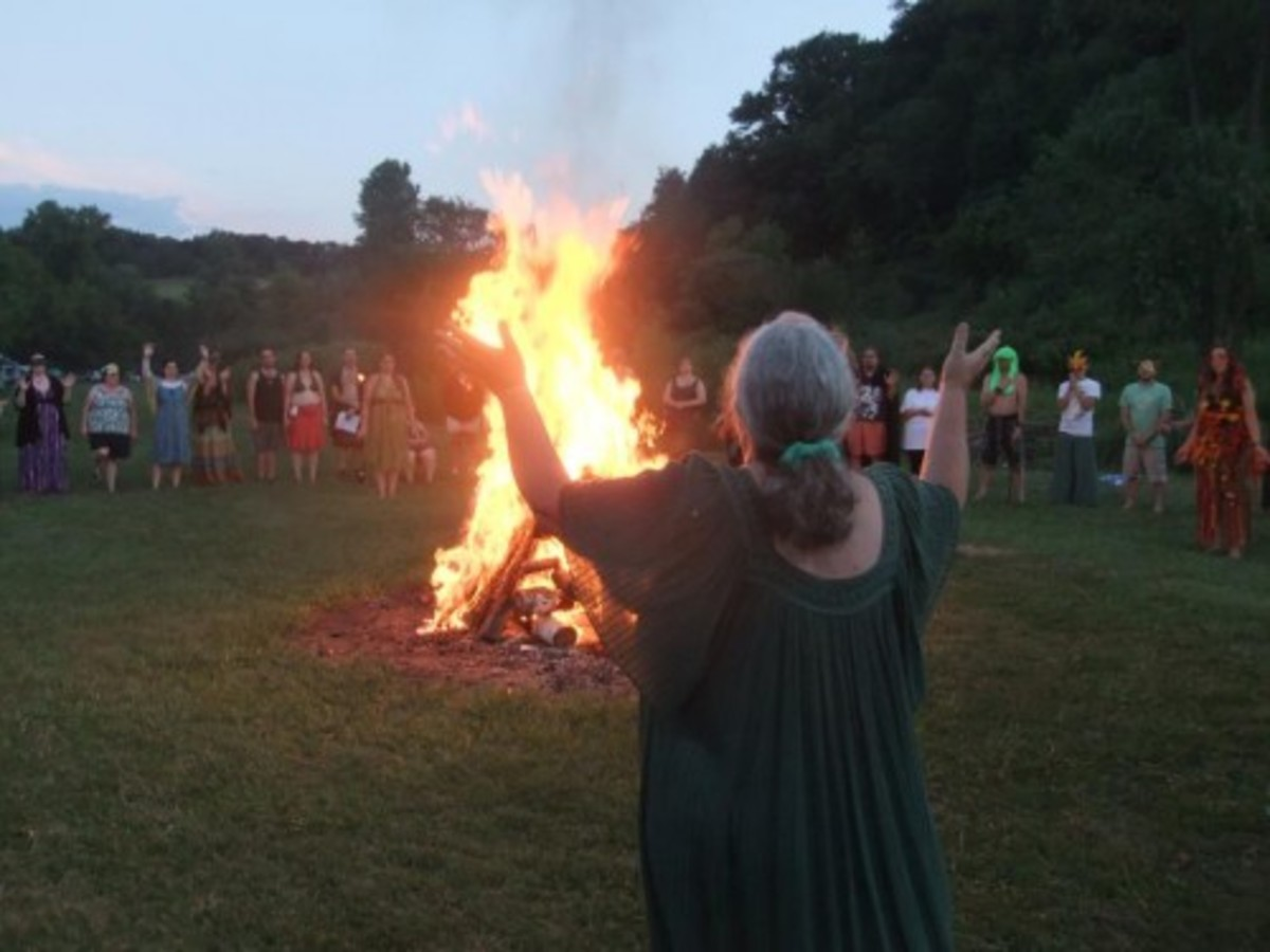 Circle Sanctuary bonfire led by Selena Fox