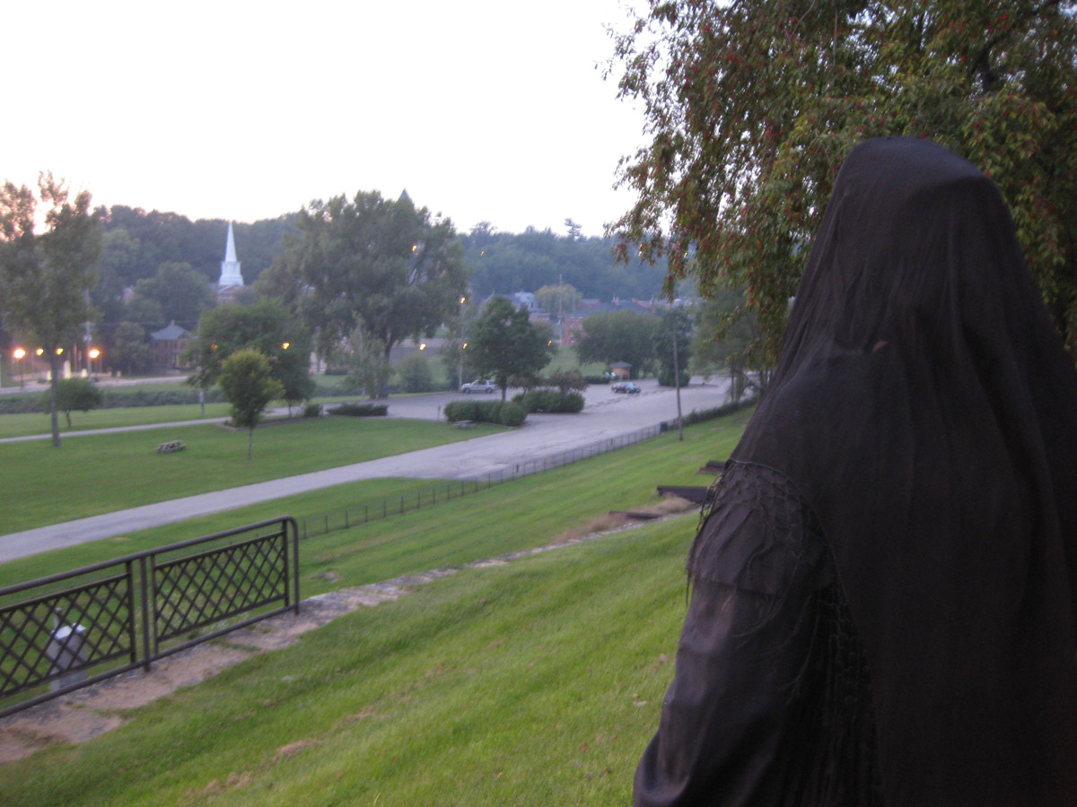Annie Wiggins talks about Galena area ghost stories during her walking tour. The tale of murder and haunting in Posy Hollow, a nearby area with a horrible past, is often commonly told on Halloween.