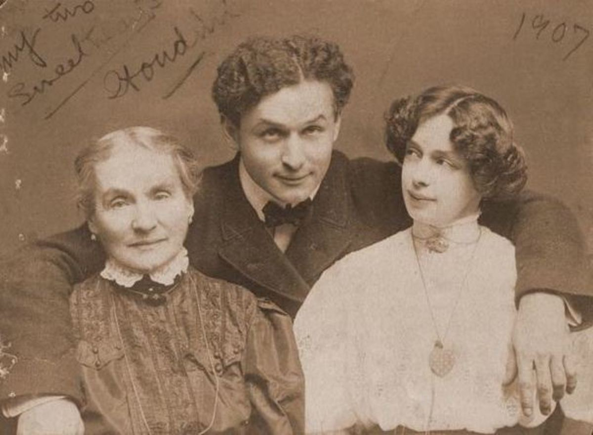 Houdini with his mother, Cecilia, and his wife, Bess