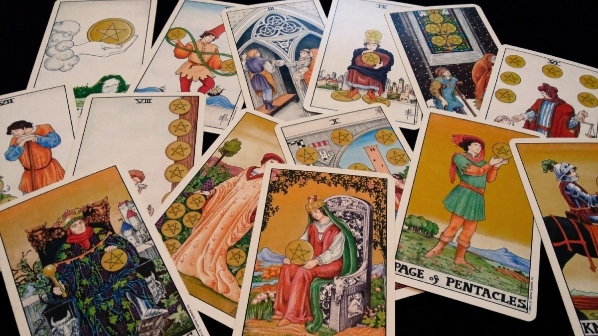 What do Pentacles or Discs tell me about money or finances in tarot?