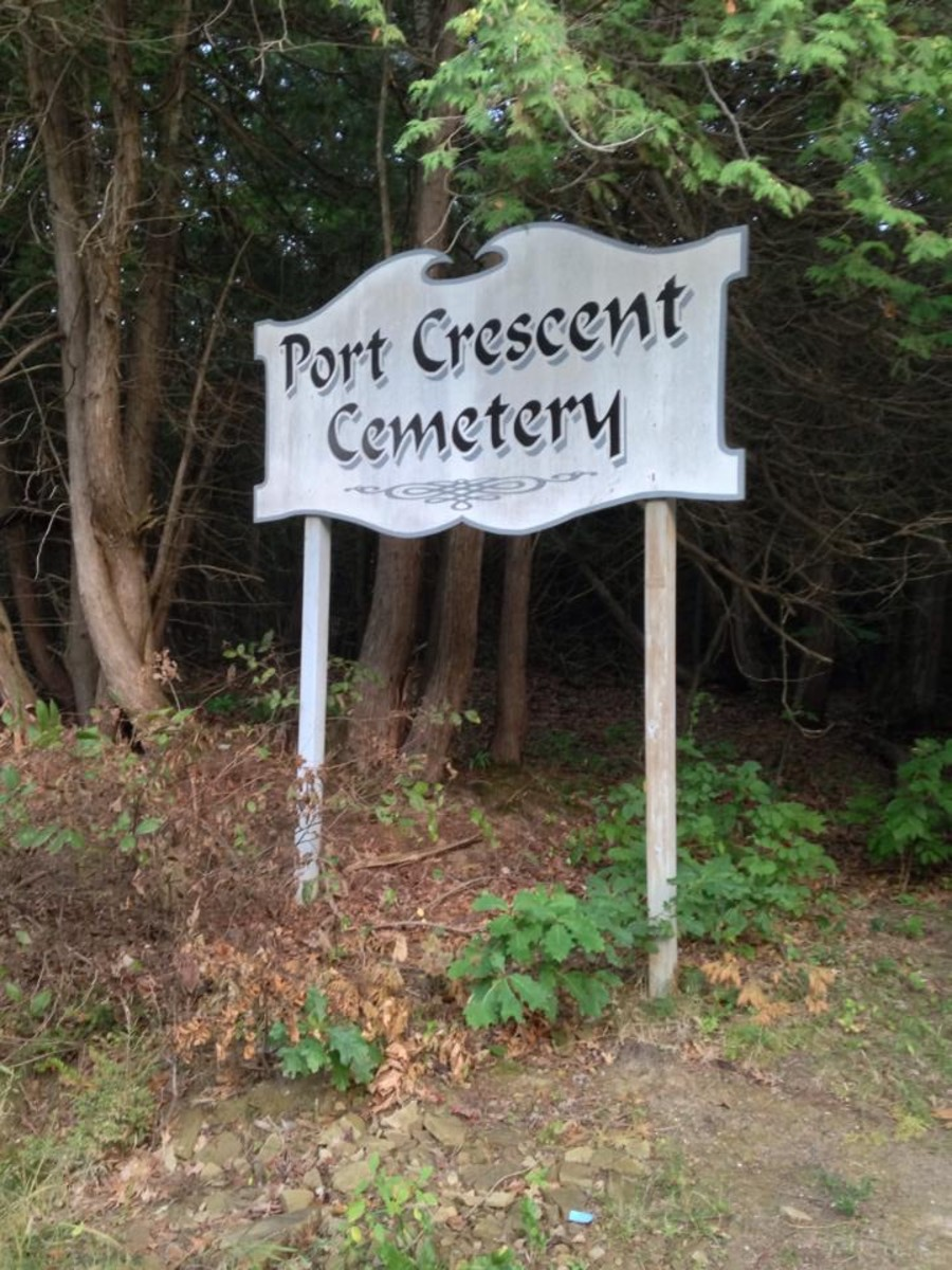 The Entrance to Port Crescent Cemetery.