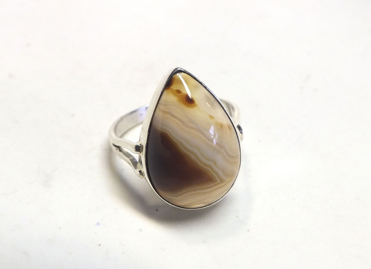 Botswana agate helps us find solutions rather than dwelling on problems.