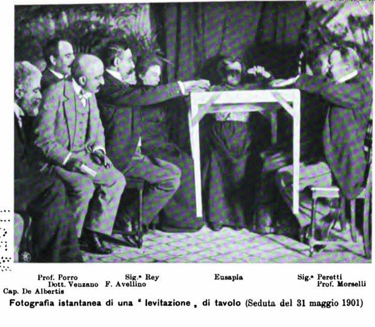 Levitating table. Genoa, 1901.