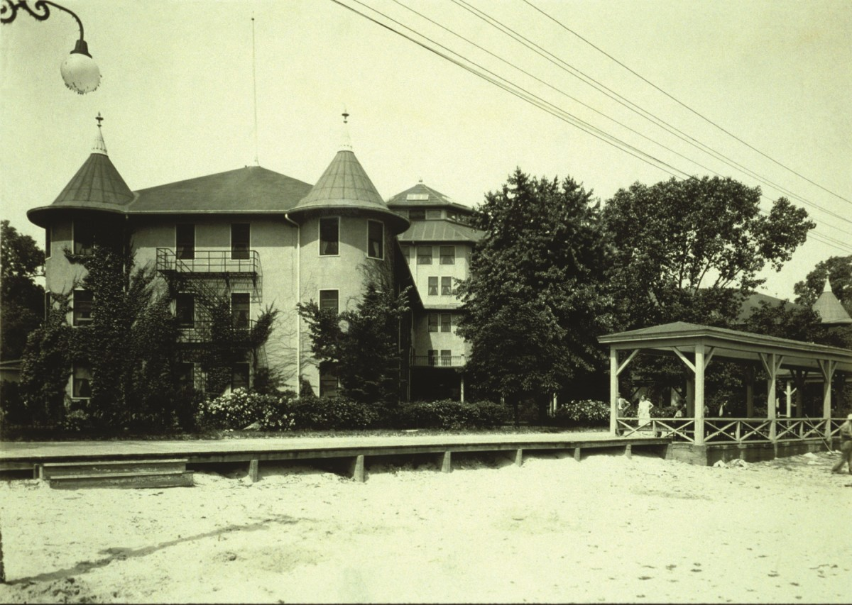 Cedar Point Hotel Breakers in 1905