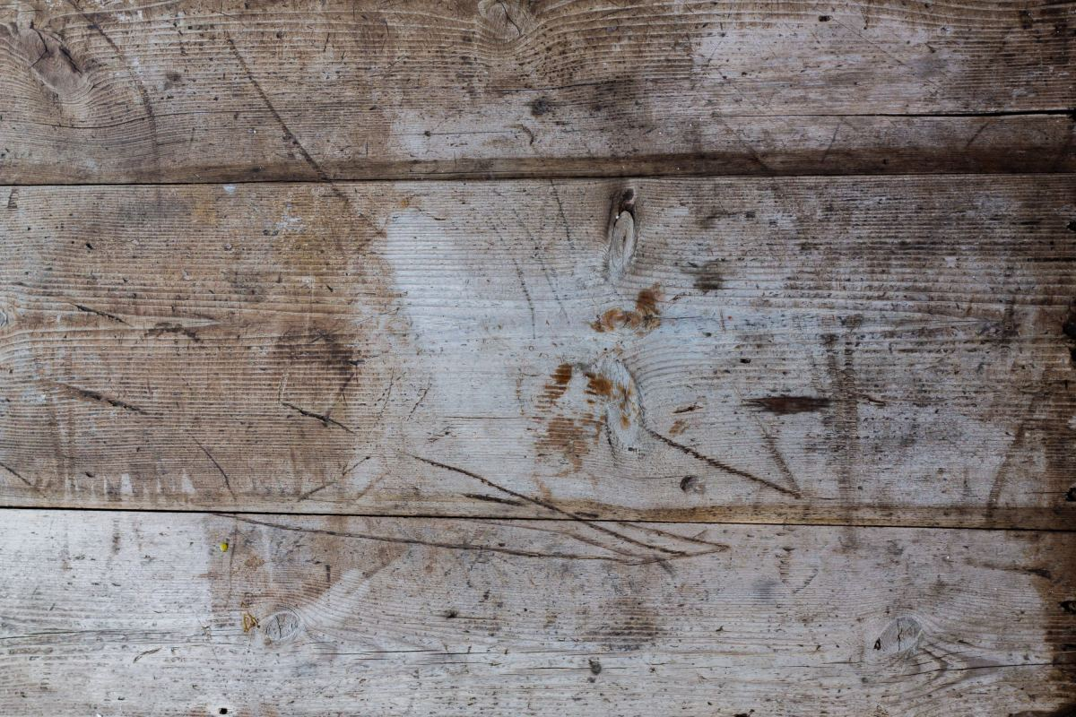 The wood of older tables often has a lot of character.