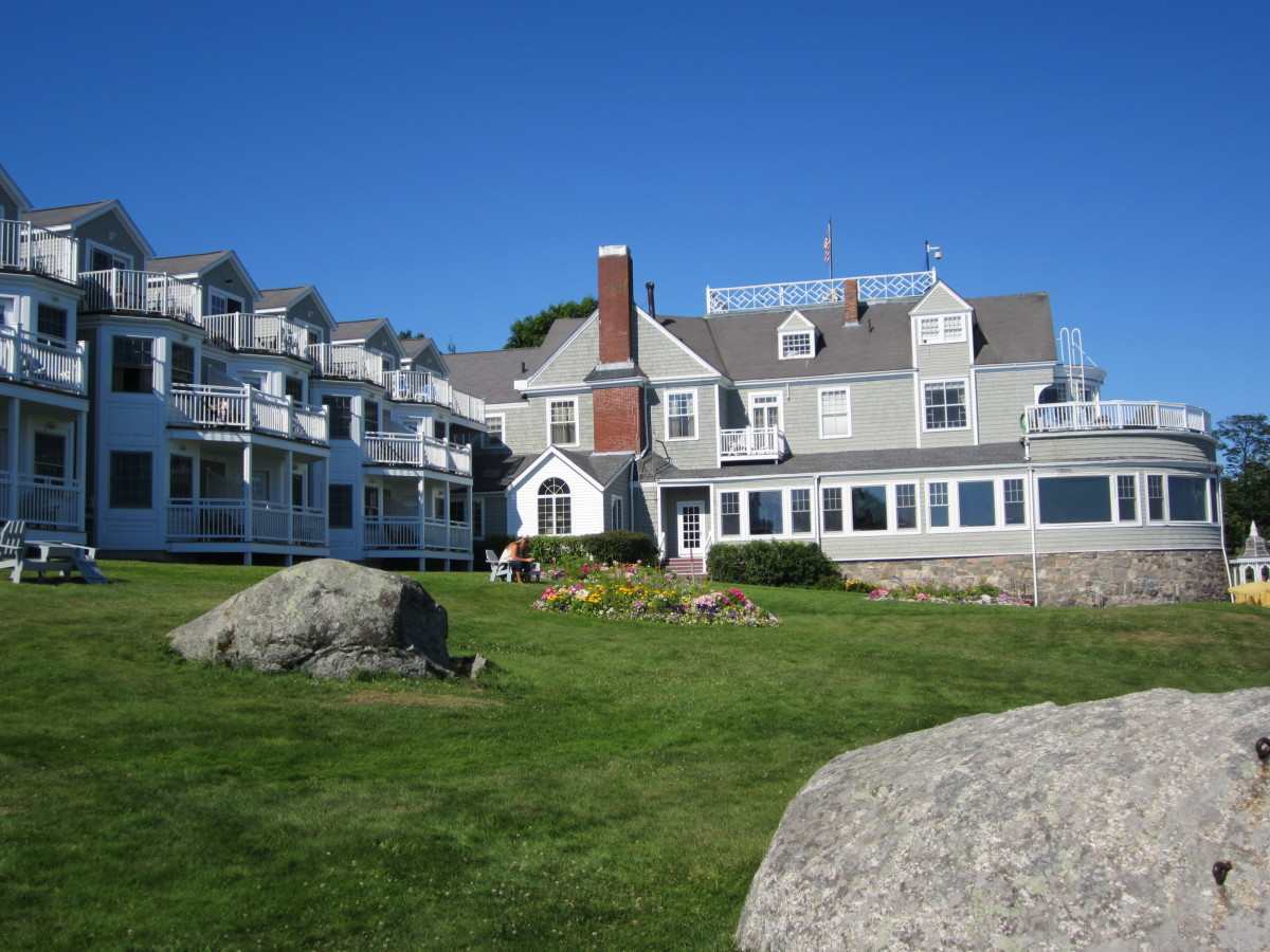 Bar Harbor Inn near the start of Shore Path
