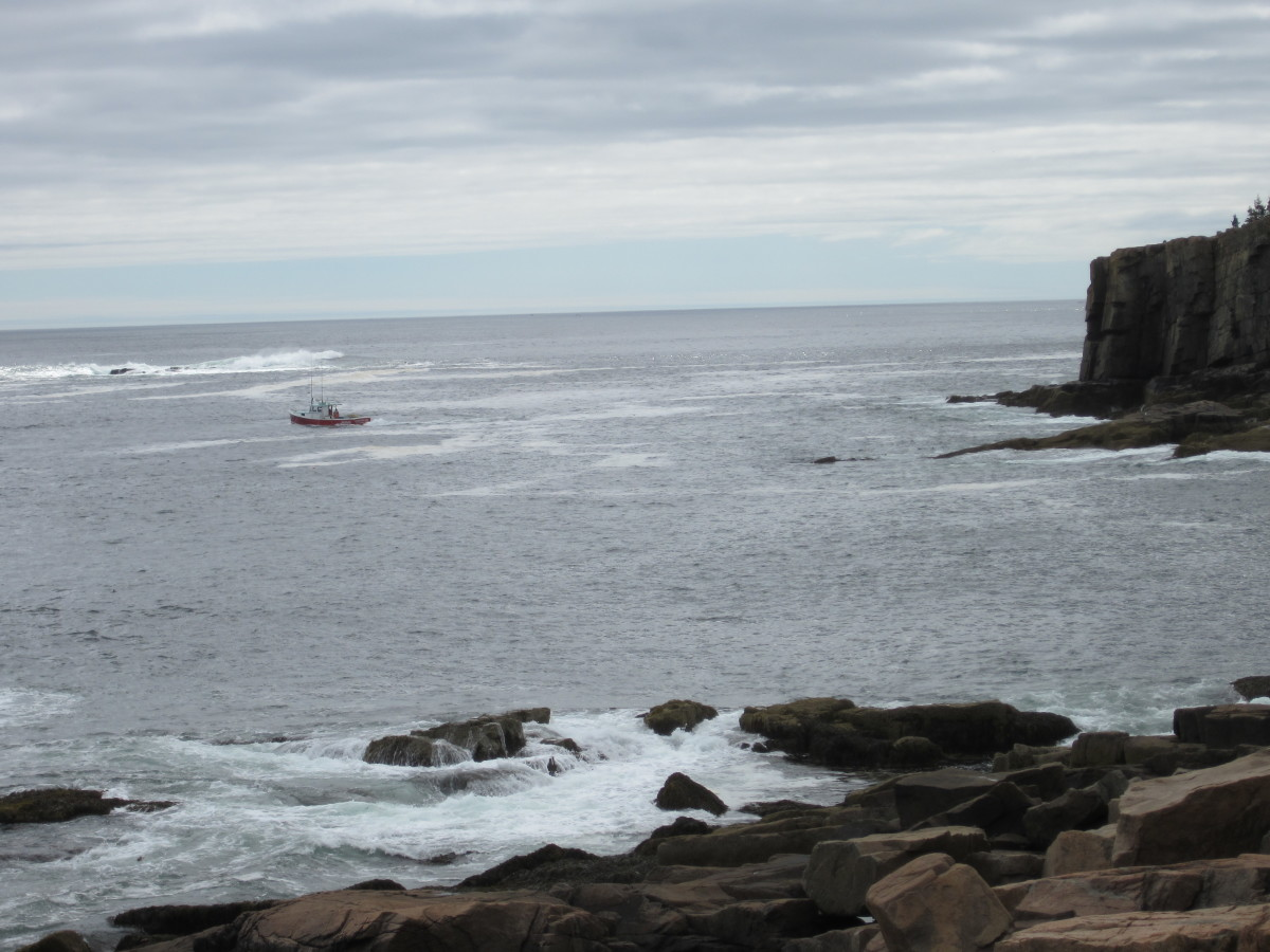 Lobster boat working off of Otter Cliffs