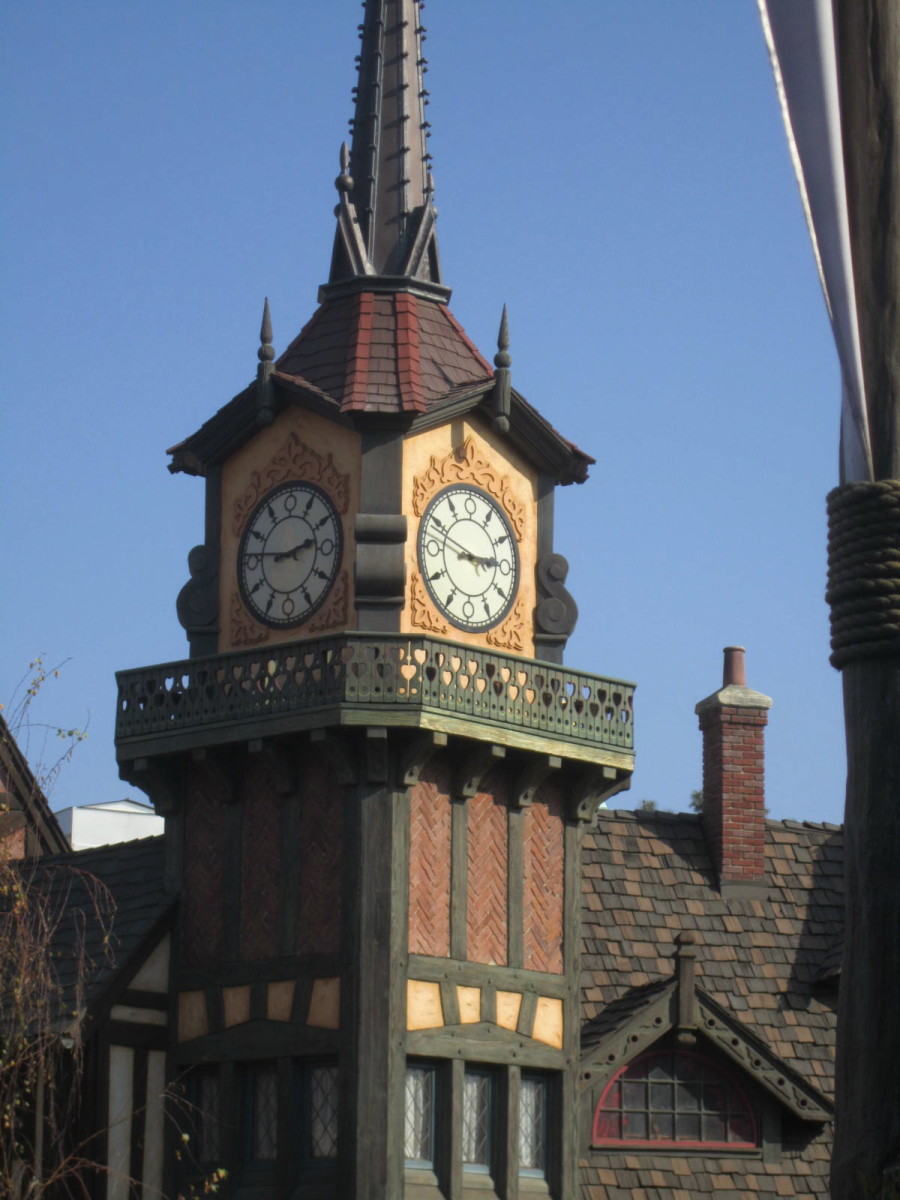 This is the clock tower on the outside of the Peter Pan ride!
