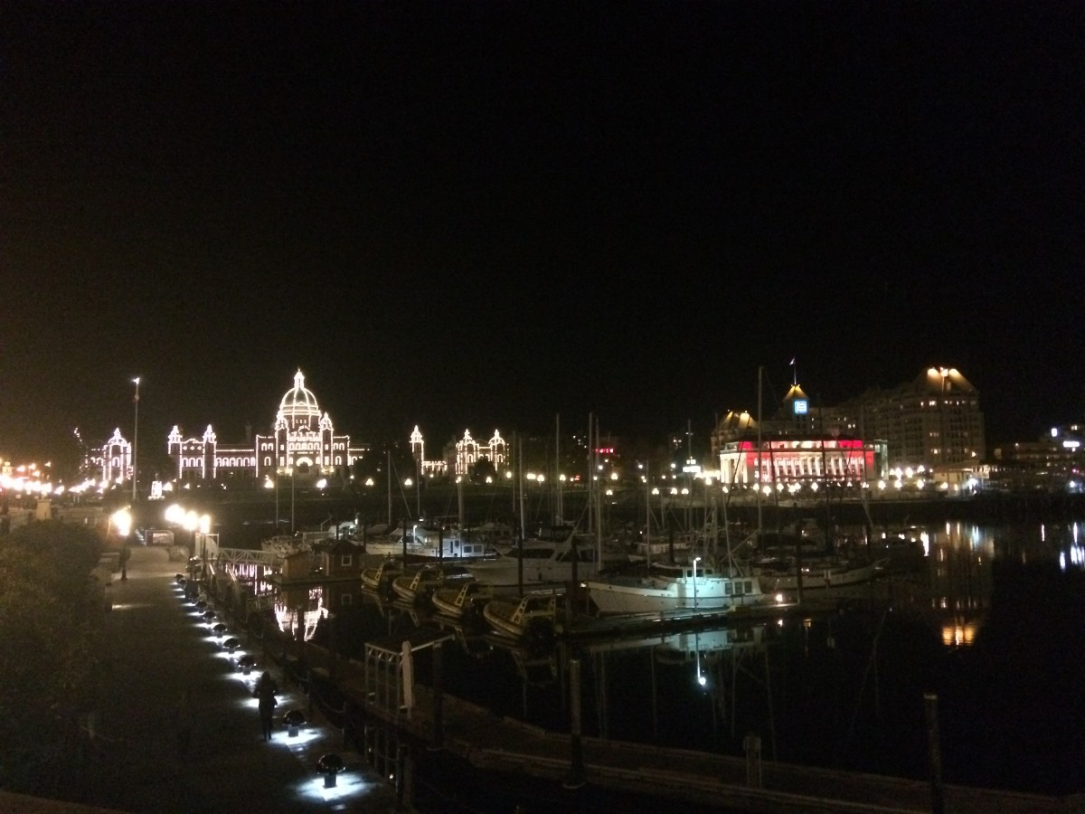 The Inner Harbour and Parliament Buildings at night