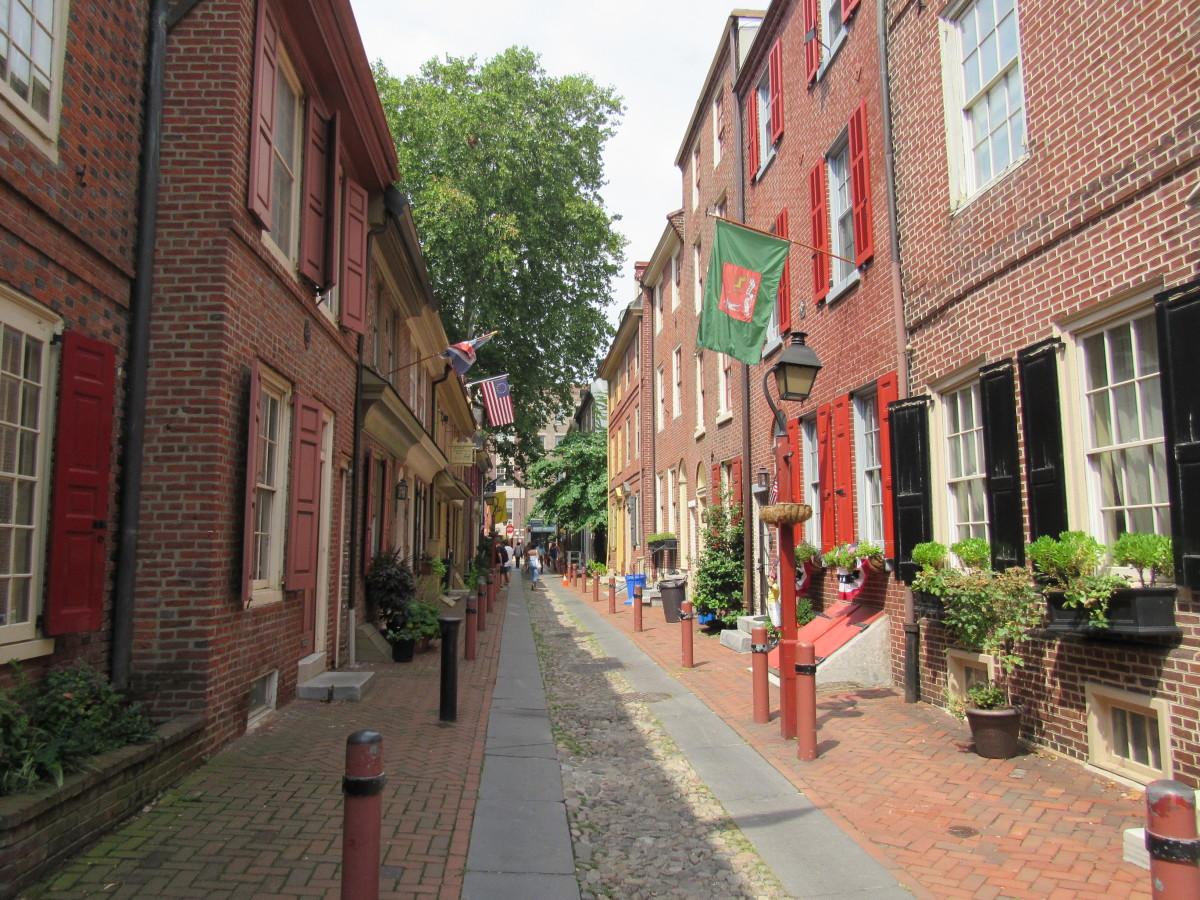 Elfreth's Alley looking west toward N 2nd St.