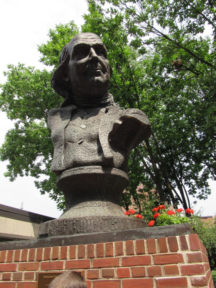 Ben Franklin bust along Arch Street.