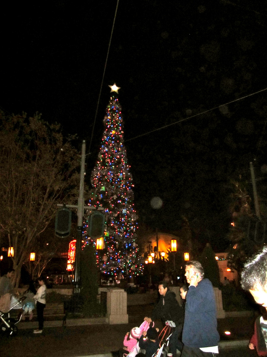 The Christmas tree at the end of Buena Vista Street.