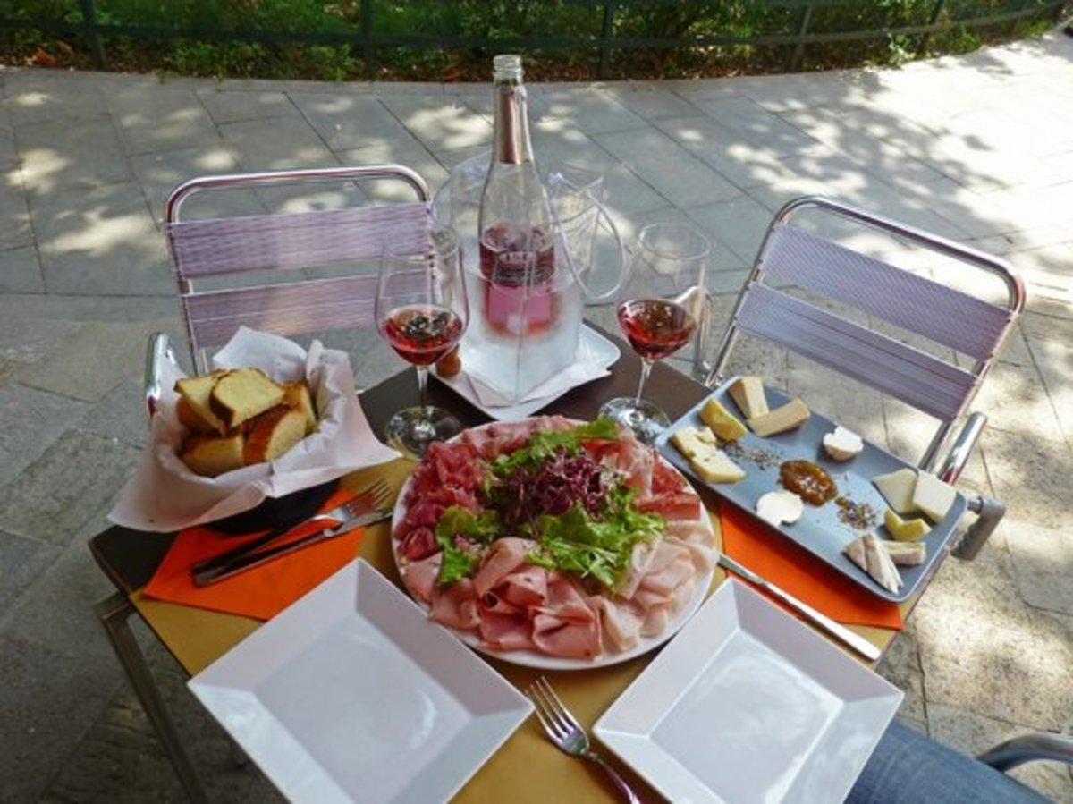 After a day exploring take a rest and enjoy a substantial early evening snack at Enoiteca Al Prosecco as the locals gather in the square to socialise