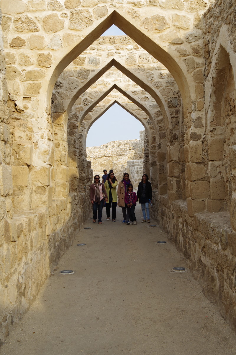 Women and children of our entourage walking under the arches supporting the roof of the fort (December 2015).