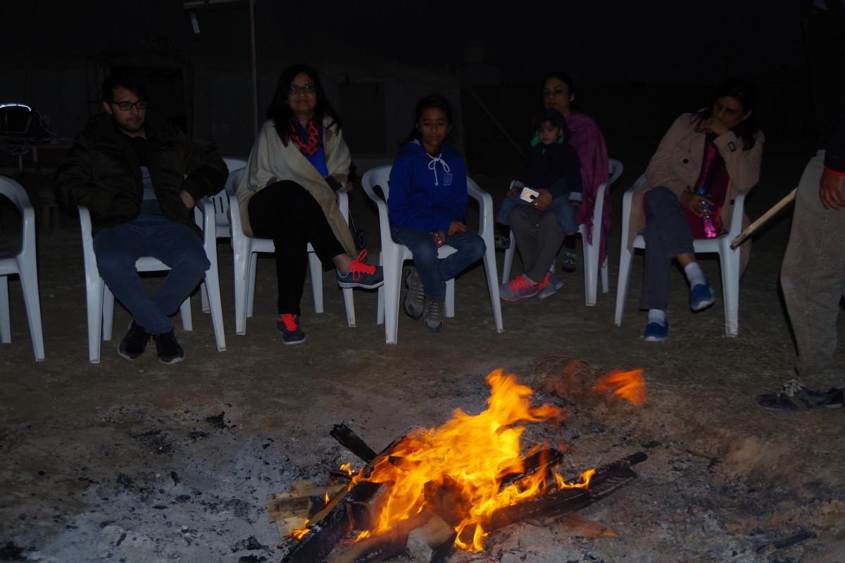 Campfire (December 2015).
