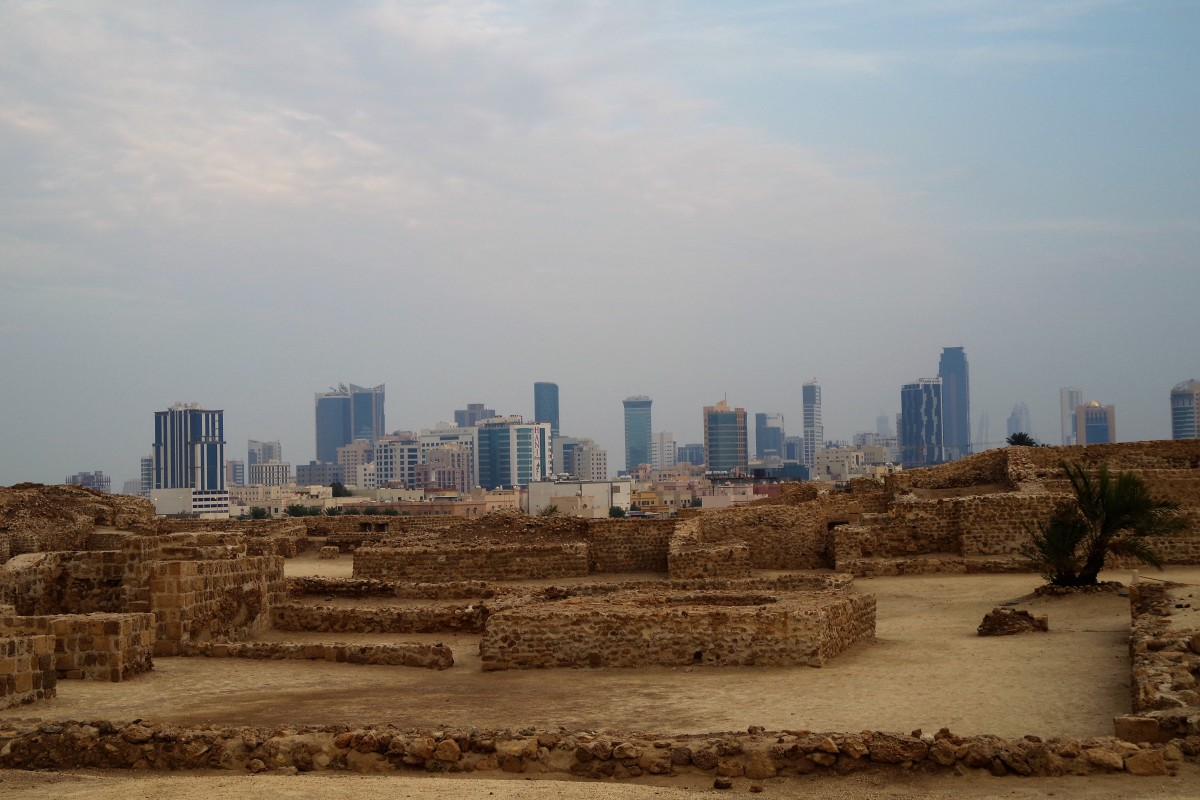 Pre-history meets modernity: Archaeological site in the foreground and the modern buildings of Manama in the far background (December 2015).