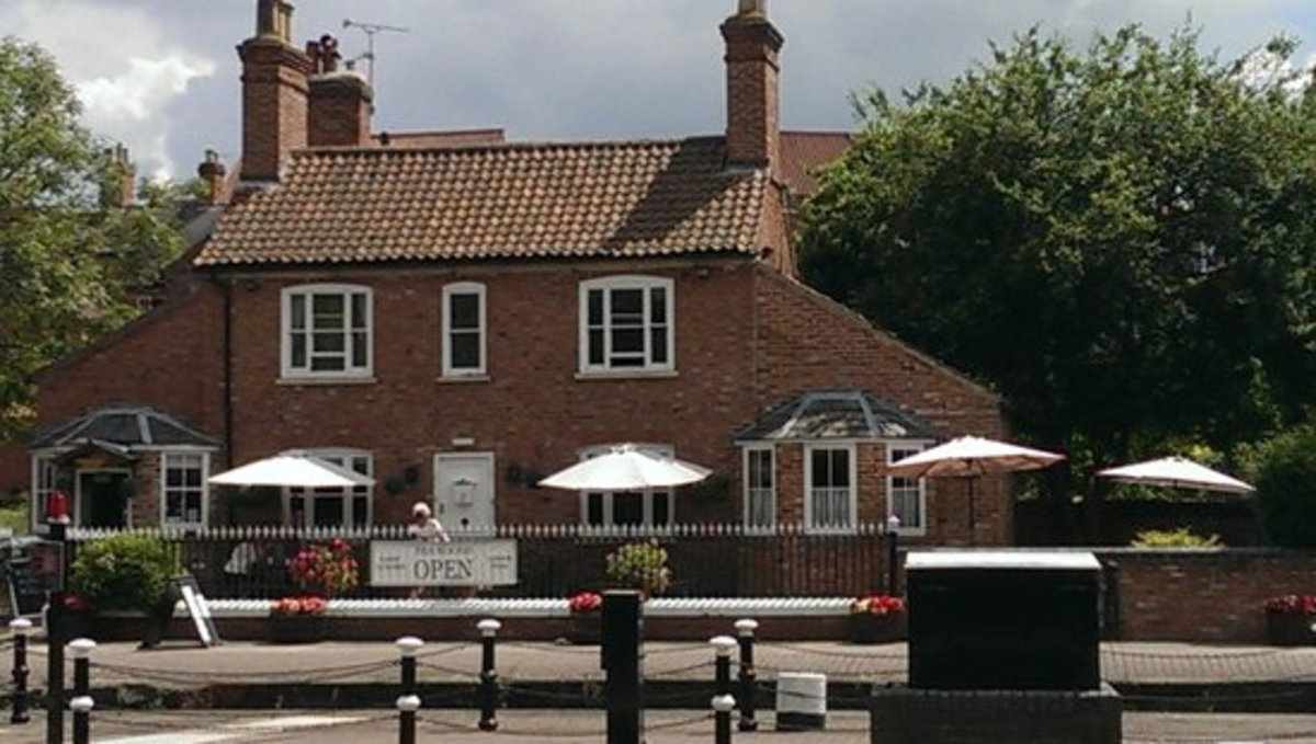 Cross the bridge on the locks for a reviving cup of tea at Lock Keepers Cottage