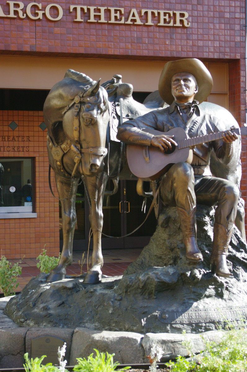 """Back in the Saddle Again,"" statue by David Spellerberg depicting Gene Autry with his horse Champion"