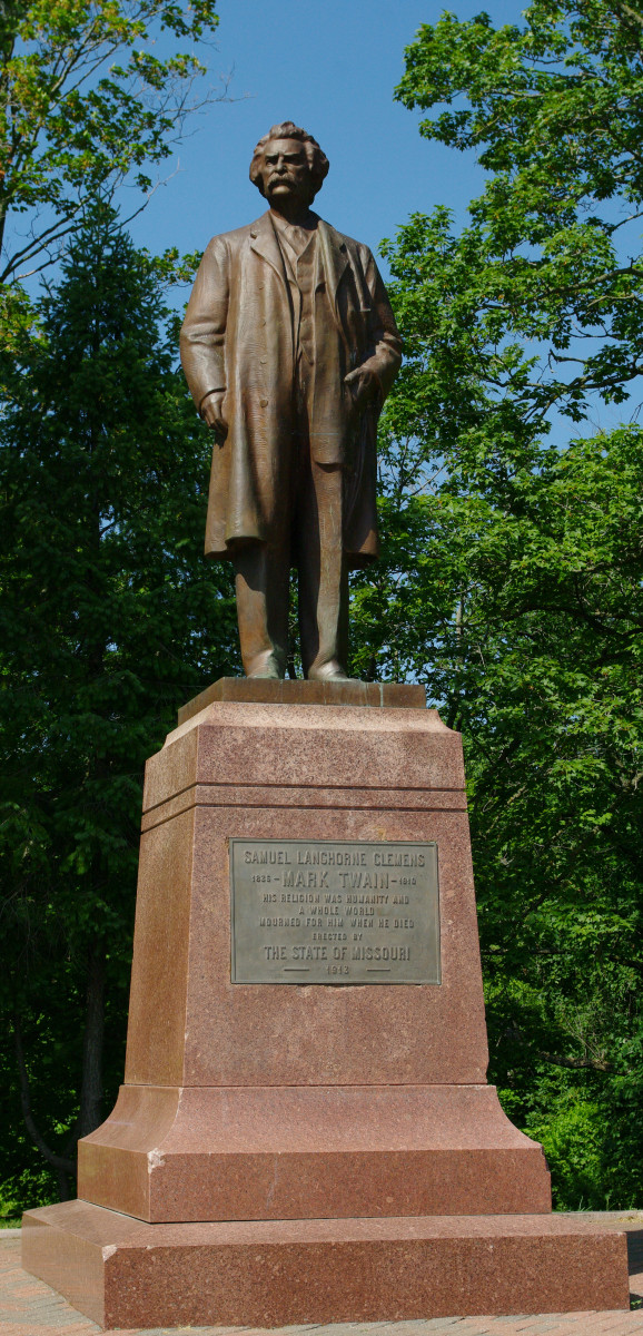 The 1913 statue of Samuel Clemens (Mark Twain) which stands in Riverview Park overlooking the Mississippi River